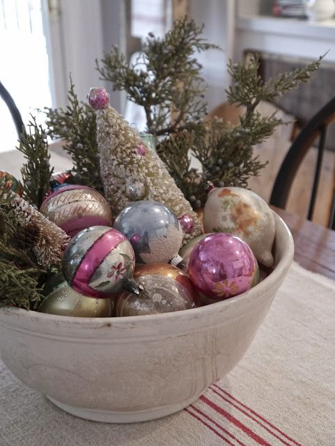 04-bowl-with-vintage-glass-ornaments-on-display