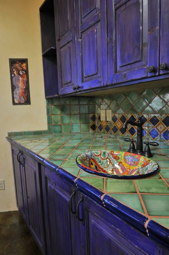 05-bold-violet-kitchen-cabinets-and-green-tiles-on-the-backsplash-and-countertop