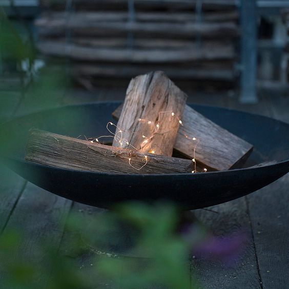 05-matte-black-bowl-with-some-firewood-and-lights-looks-modern