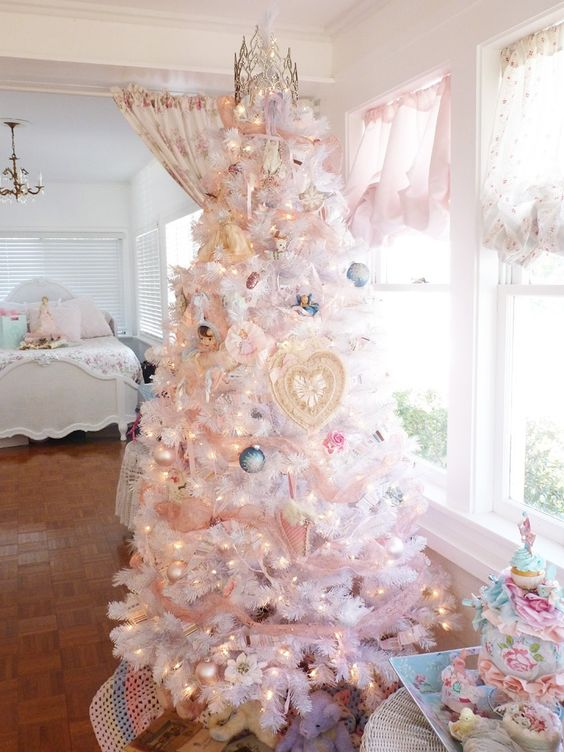 05-white-Christmas-tree-with-lights-and-pastel-ornaments