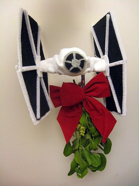 06-mistle-tie-fighter-with-a-large-red-bow