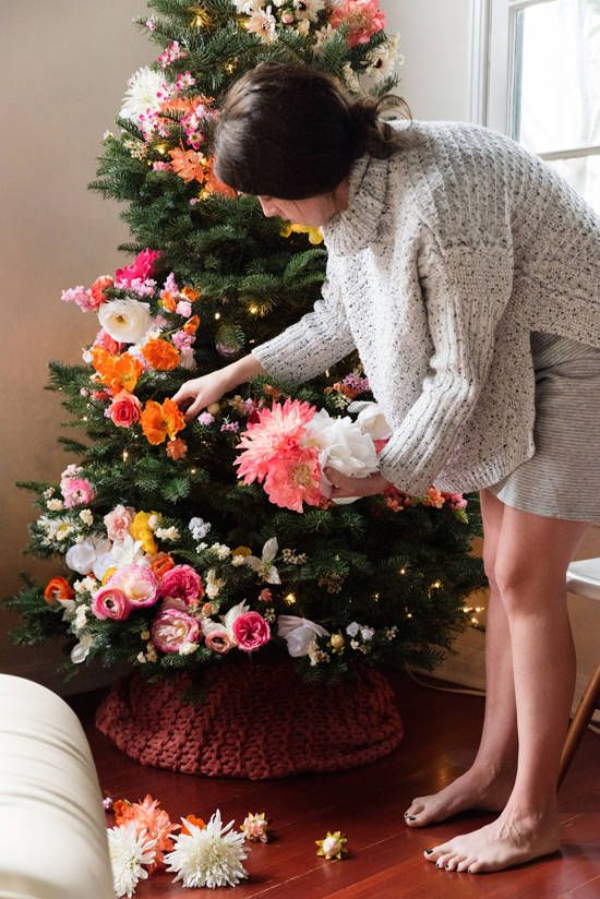 07-decorating-your-tree-with-flowers-will-show-your-boho-spirit