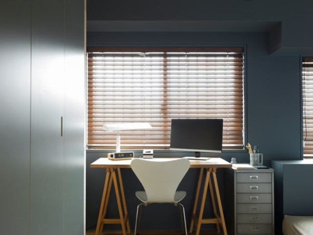 08-A-small-home-office-nook-is-comfy-and-the-furniture-isnt-bulky-its-airy