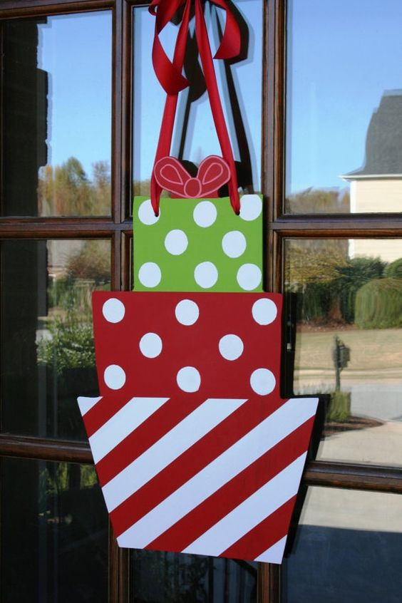 08-gift-boxes-door-hanger-with-red-ribbon