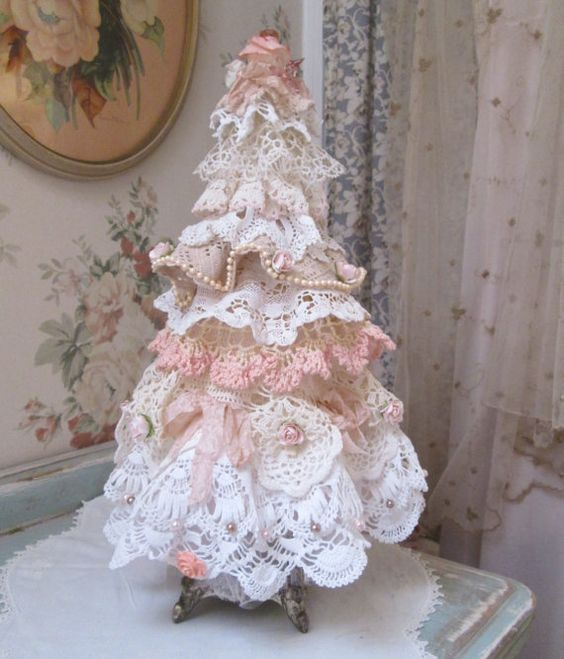 08-tabletop-shabby-chic-lace-Christmas-tree