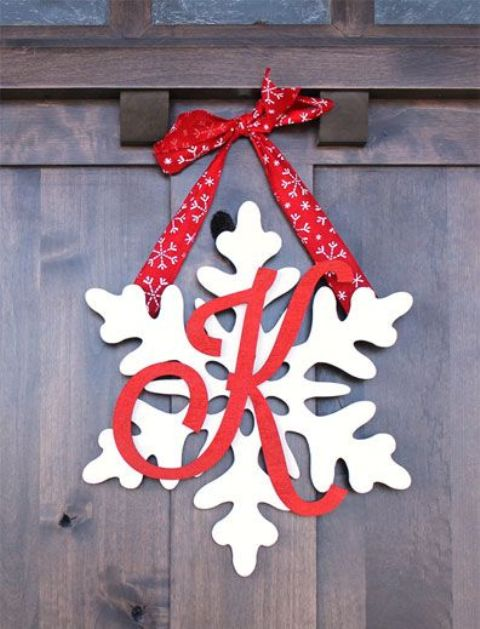 09-snowflake-door-hanger-with-a-monogram-and-red-ribbon