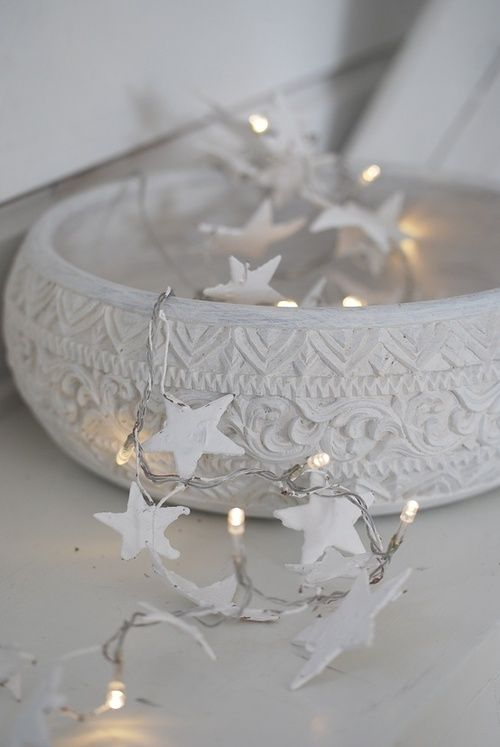 10-chic-white-bowl-with-star-string-lights