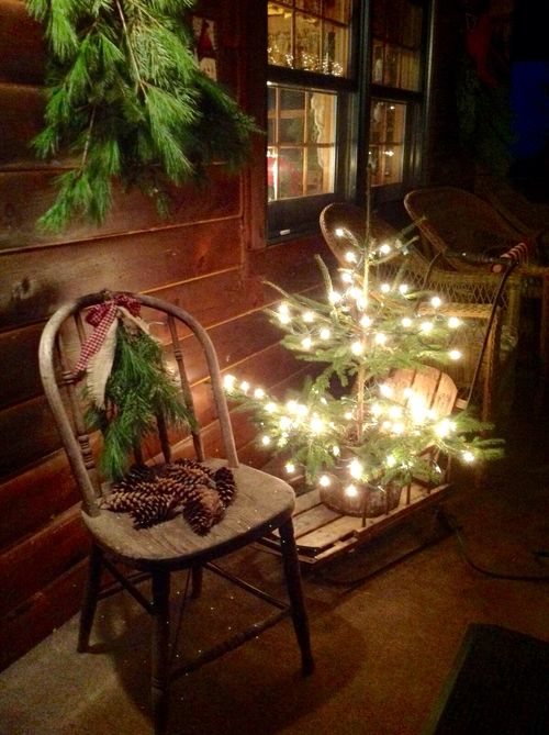 10-lit-up-christmas-tree-on-a-wooden-sleigh