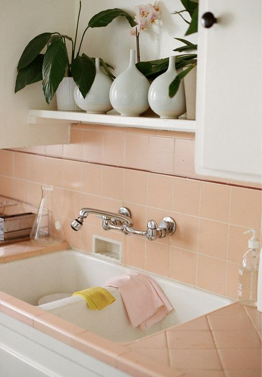 11-salmon-pink-tiles-on-the-backsplash-and-countertops
