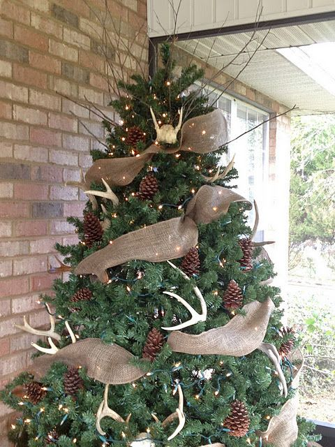 12-a-large-tree-with-pinecones-lightsm-antlers-and-burlap-deco-mesh