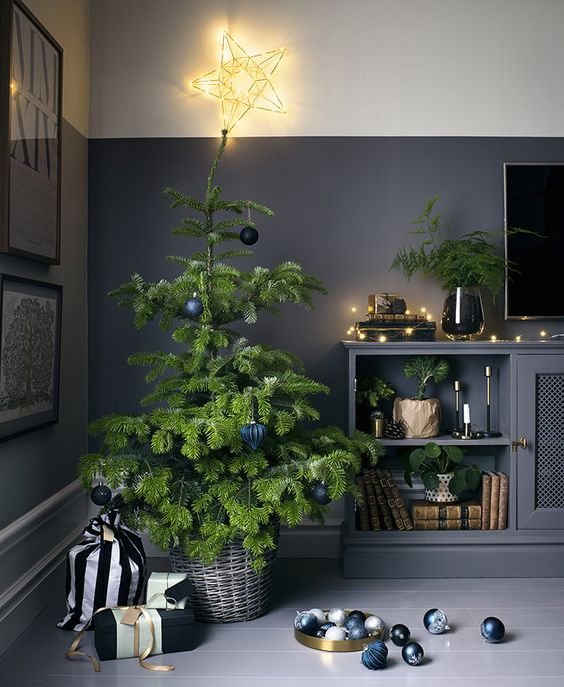 12-a-modern-tree-in-a-basket-and-monochrome-ornaments
