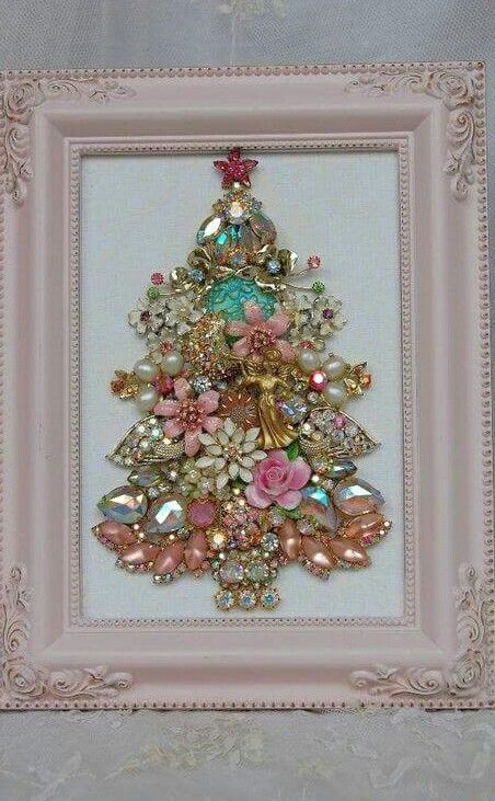 12-beautiful-shabby-chic-jewelry-Christmas-tree-in-a-frame