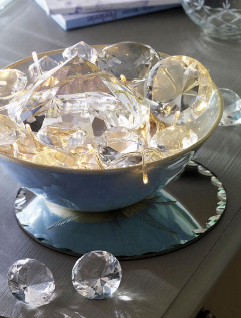 13-a-bowl-with-string-lights-and-large-crystals-that-reflect-the-lights
