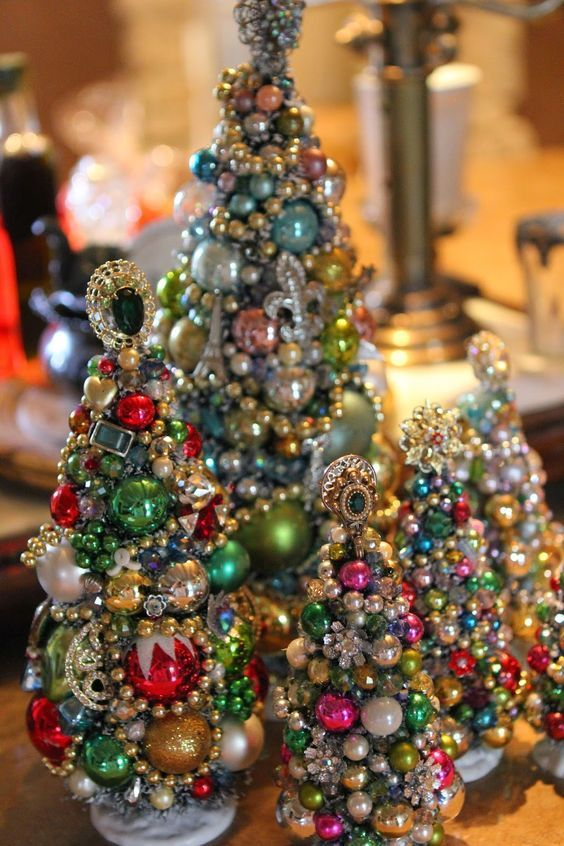 14-jewelry-and-beads-Christmas-tabletop-trees