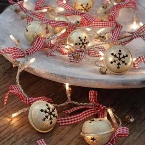 14-whitewashed-tray-with-jingle-bells-and-string-lights