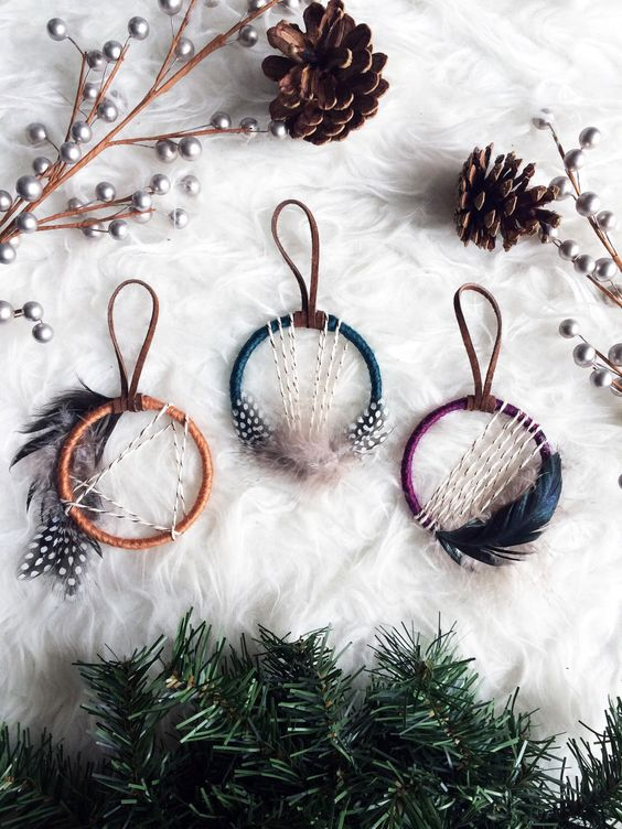 15-mini-dream-catcher-ornaments-with-feathers