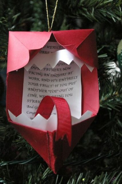 17-Howler-Christmas-ornament-made-of-paper-and-cardboard