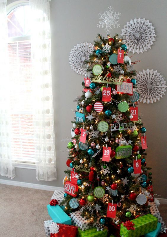 17-advent-calendar-Christmas-tree-is-a-cool-two-in-one-idea