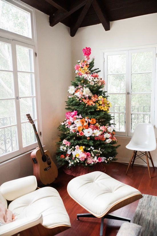 18-flower-decor-for-a-hipper-Christmas-tree