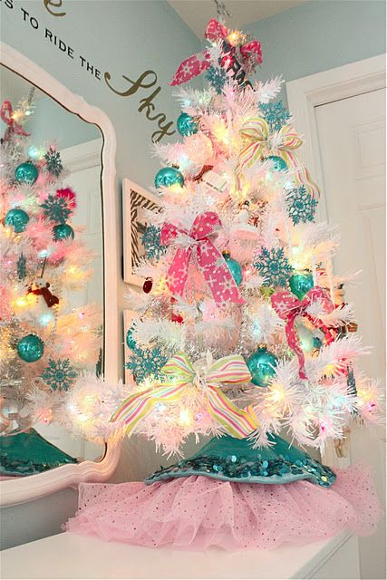 19-colorful-pink-and-turquoise-ornaments-and-lights