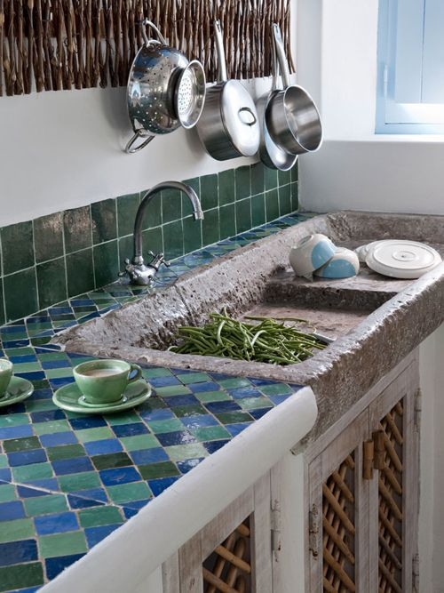 19-green-and-blue-tiles-on-the-backsplash-and-countertop