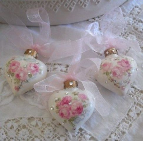 19-rose-and-rhinestone-heart-shaped-ornaments-with-pink-ribbon