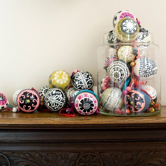 20-fun-and-whimsy-ornaments-displayed-in-a-jar