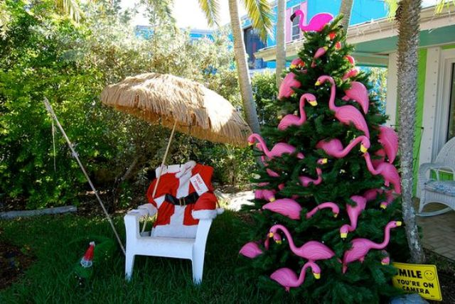 20-if-its-too-hot-in-your-place-why-not-rock-flamingo-tree-decor