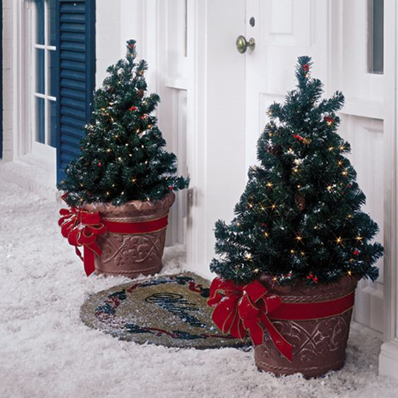 23-mini-potted-trees-with-lights-and-large-red-bows