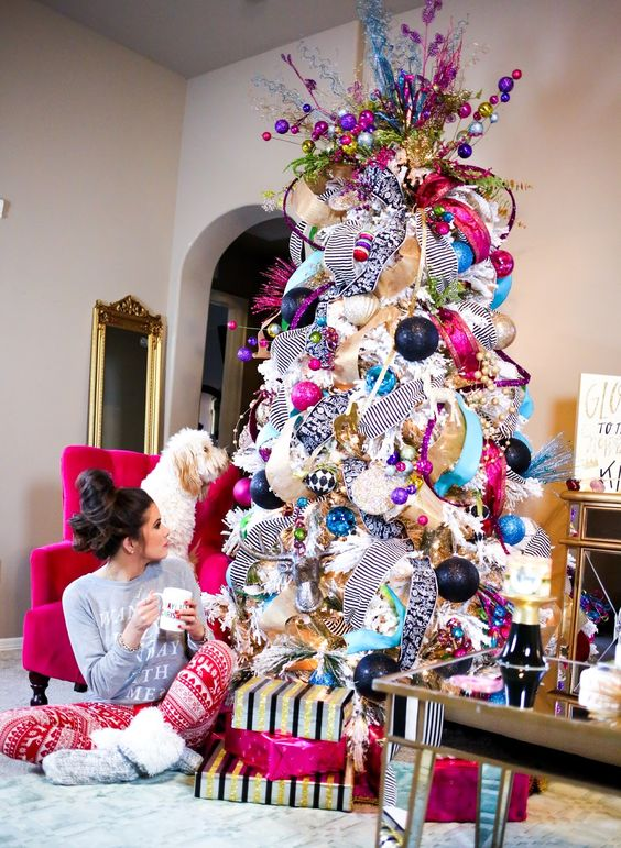 23-whimsy-tree-made-of-deco-mesh-and-ornaments-of-all-colors