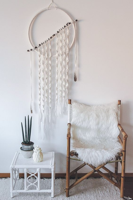 24-a-macrame-dreamcatcher-wreath-and-fur-cover