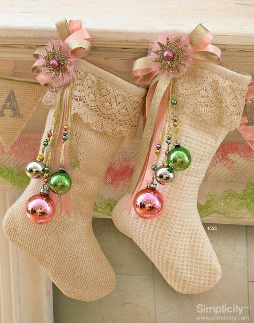 25-shabby-stockings-with-lace-and-pastel-ornaments