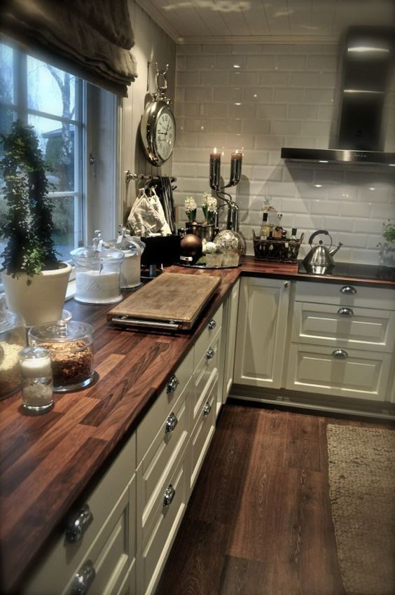 25-wooden-tiles-echo-with-floors-and-add-warmth-to-the-kitchen