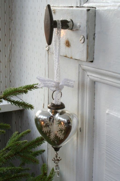 26-shabby-chic-heart-shaped-ornament-with-a-snowflake
