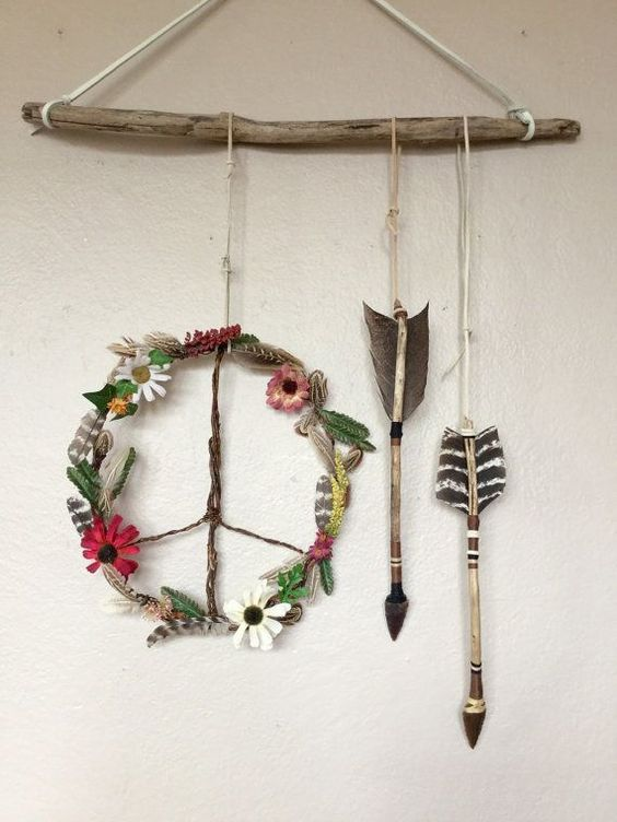 29-boho-wildflowers-peace-wreath-and-arrows-hanging