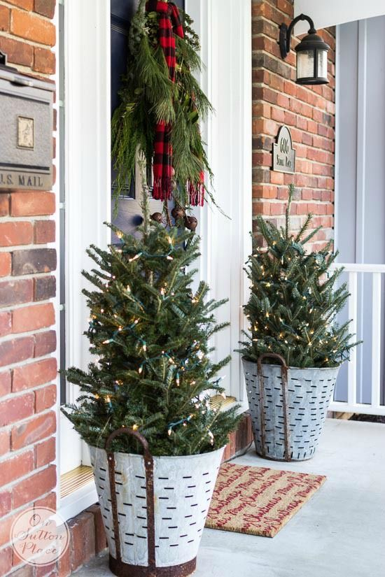 29-trees-with-lights-in-old-buckets-for-rustic-front-porch-decor