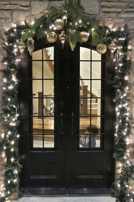 32-evergreen-garland-with-lights-and-ornaments-over-the-doors