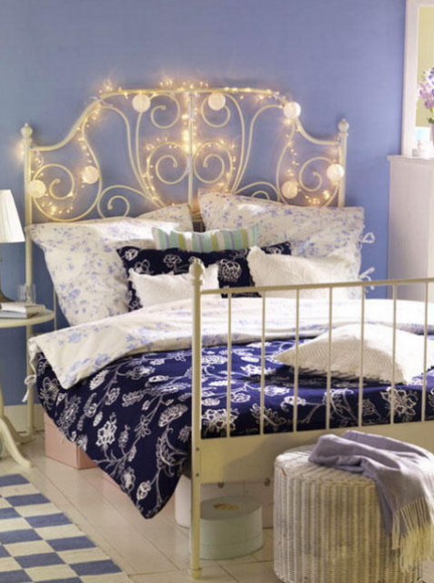 33-a-headboard-covered-with-string-lights-looks-amazing-all-year-round