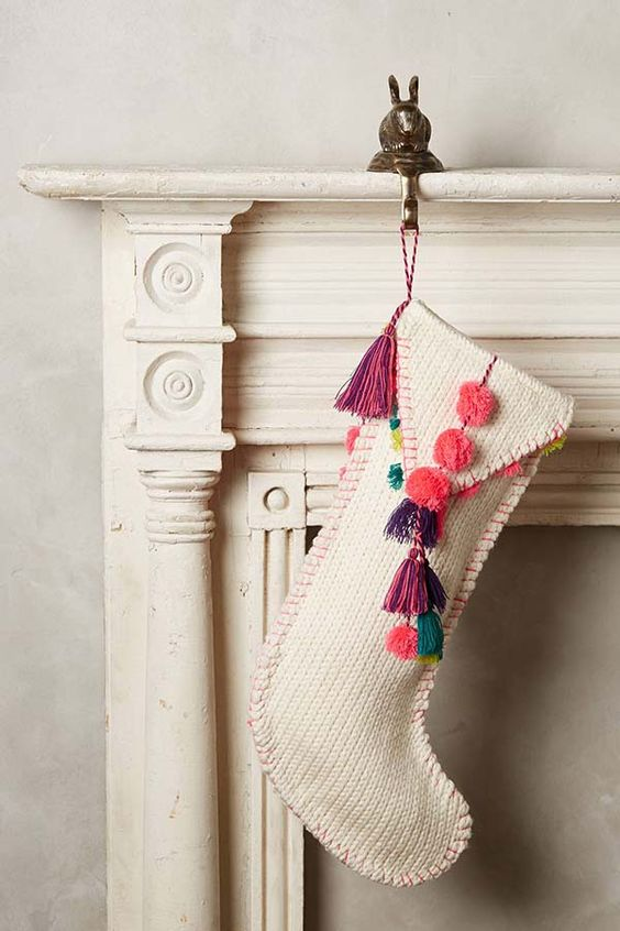 33-knit-stocking-with-colorful-pompoms