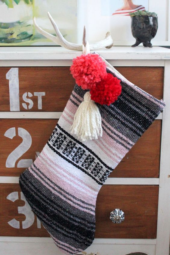 35-blanket-stocking-with-pompoms