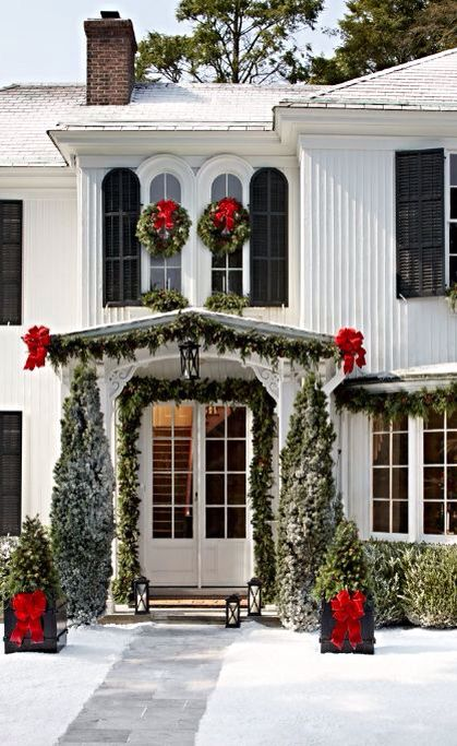 35-evergreen-garland-trees-and-wreath-with-red-bows
