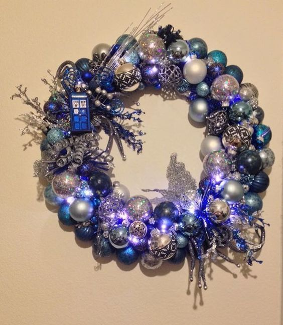 38-Doctor-Who-tardis-wreath-with-onaments