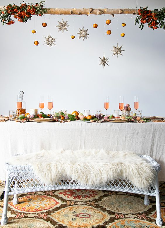 38-a-wooden-branch-with-glitter-stars-and-pomanders-fur-bench-covers