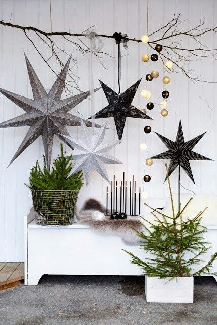 40-giant-black-white-and-grey-stars-for-decorating-a-modern-space