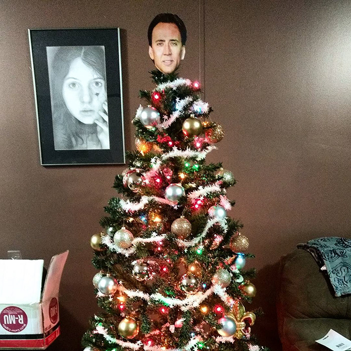 creative-christmas-tree-toppers-72-5848179b1a0c6__700