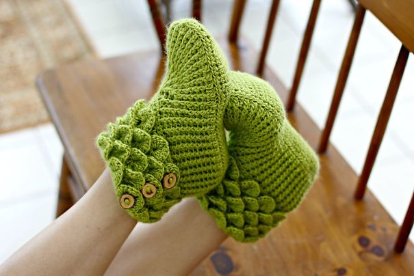 winter-knit-gift-ideas-keep-warm-hats-mittens-slippers-18-58259df02c1e5__605