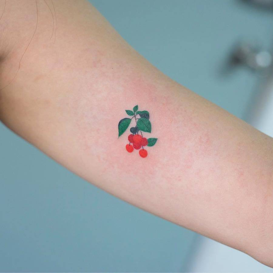 Delicate-and-Cute-Ornamental-Tattoos-4-900x900